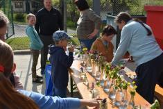 Den Země a stavění májky